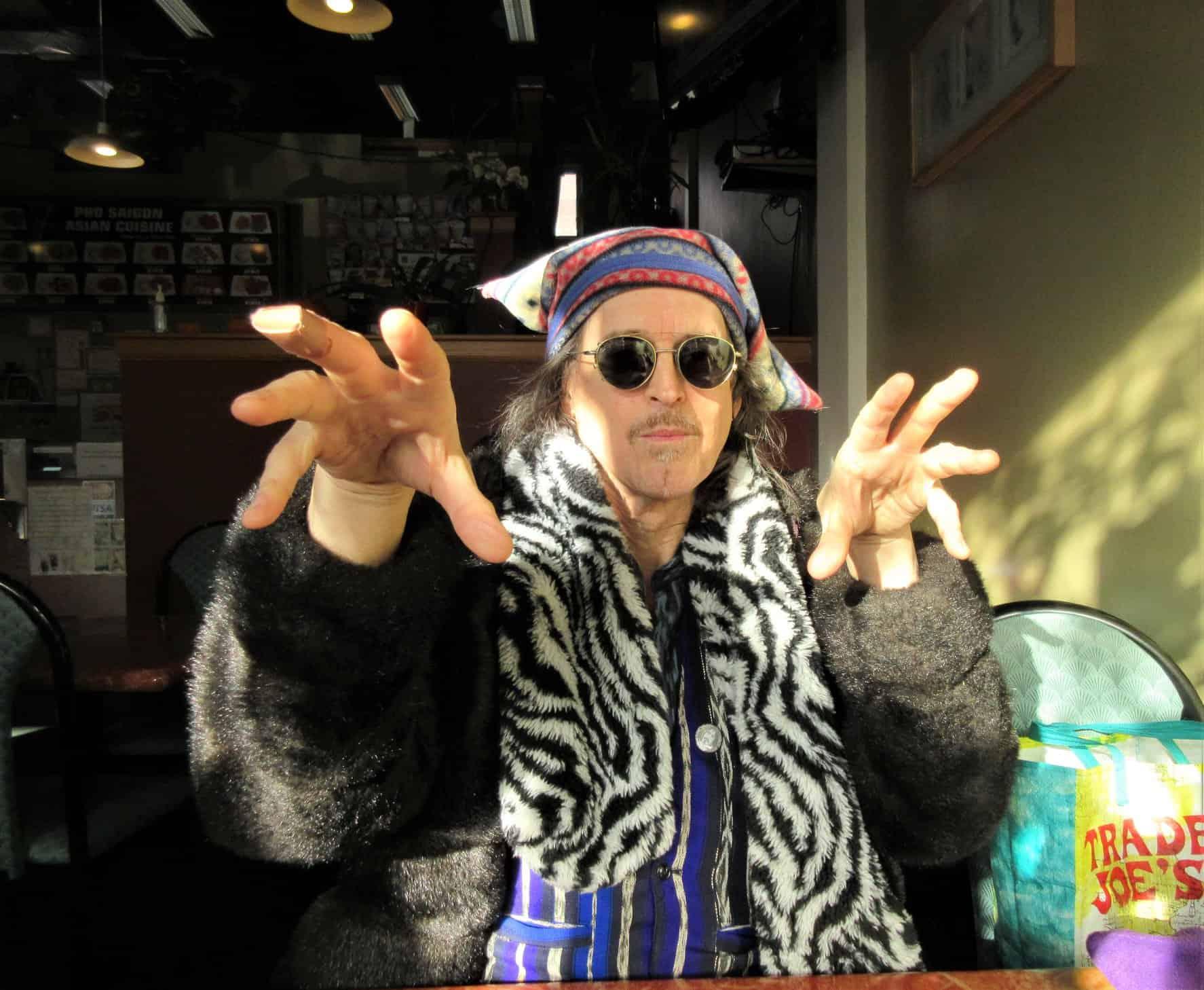 Jon Strongbow magic hands